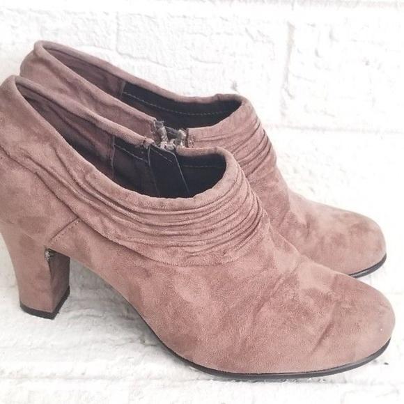 77d18948f62 AEROSOLES Shoes - Aerosoles Brown Suede Ankle Booties Women Size 7.5